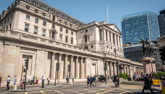 البنوك المركزية تتخذ خطوة للأمام، والعملات تتأثر بالموقف